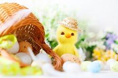 wielkanoc szczęśliwy Gratulacyjny Easter tło laski Wielkanoc jaj Obrazy Royalty Free