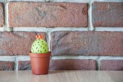 wielkanoc szczęśliwy Naturalny barwidło Jajeczny polowanie _ Niezwykły pomysł Wiosen rozsady charcica Kaktusowy kwitnienie DIY i  fotografia stock