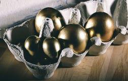 wielkanoc szczęśliwy Wielkanocni jajka i Wielkanocna dekoracja zdjęcie royalty free