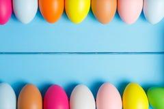 Wielkanoc tła niebieskie jaja Copyspace jabłek świeczek formularzowa życia fotografia wciąż trzy tła Easter jajka fotografia stock