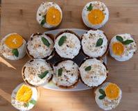 Wielkanoc, wielkanoc tort z powikłanym składem, piękna sceneria, wysuszone owoc Obrazy Stock