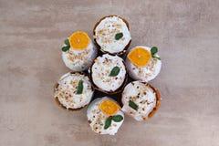 Wielkanoc, wielkanoc tort z powikłanym składem, piękna sceneria, wysuszone owoc Zdjęcie Royalty Free