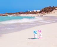 Wielkanoc, Wielkanocni jajka na plaży, ocean i morze, Zdjęcie Royalty Free