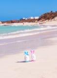 Wielkanoc, Wielkanocni jajka na plaży, ocean i morze, Obrazy Royalty Free