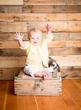 Wielkanocna chłopiec i królik zdjęcie royalty free
