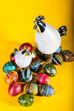 Wielkanocna dekoracja - malujący jajka Obraz Royalty Free