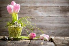 Wielkanocna dekoracja na drewnianym tle Fotografia Stock
