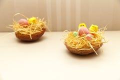 Wielkanocna dekoracja na stole Zdjęcia Royalty Free