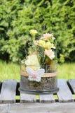 Wielkanocna dekoracja w ogródzie Zdjęcia Royalty Free