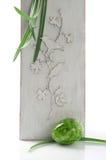 Wielkanocna dekoracja z obrazka i zieleni jajkiem Zdjęcia Stock