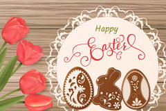 Wielkanocna karta z literowaniem i miodownik w postaci jajek Tulipanu tło, wiosna wakacje Zdjęcia Stock