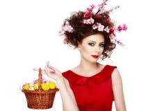 Wielkanocna kobieta Wiosny dziewczyna z mody fryzurą Portret był Fotografia Stock