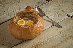 Wielkanocna polewka z jajkiem i kiełbasą Zdjęcia Royalty Free