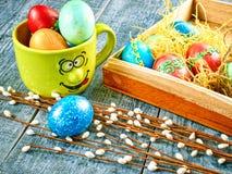 Wielkanocna wierzba i Wielkanocny jajko na autentycznym tle Wielkanoc karty szczęśliwy Zdjęcie Royalty Free