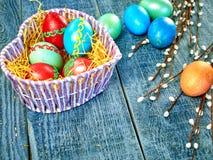 Wielkanocna wierzba i Wielkanocny jajko na autentycznym tle Wielkanoc karty szczęśliwy Zdjęcia Stock