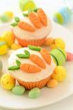 Wielkanocne babeczki z cukierek marchewkami Zdjęcie Royalty Free