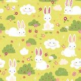 Wielkanocnego królika wektoru bezszwowy wzór Śliczni króliki, Wielkanocni jajka, kwiaty, chmury na zielonym tle Kreskówka królikó royalty ilustracja