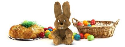 Wielkanocnego królika jaźń zrobił domowej roboty Easter jajkom z Easter Challah Obraz Stock