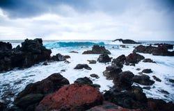 Wielkanocnej wyspy skalisty wybrzeże zdjęcia stock