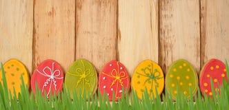 Wielkanocni ciastka dekorujący z lodowaceniem Zdjęcie Royalty Free