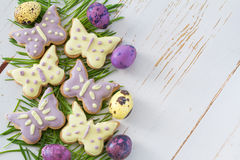 Wielkanocni ciastka i jajka z trawą Obraz Royalty Free