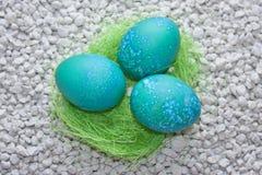 Wielkanocni jajka dekorujący Obrazy Royalty Free