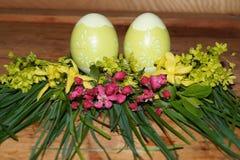 Wielkanocni jajka i colorfol kwiaty Fotografia Royalty Free