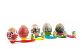 Wielkanocni jajka i czekolady na pomiarowych łyżkach Fotografia Royalty Free