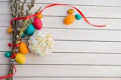 Wielkanocni jajka i wierzbowy drzewo Obraz Royalty Free