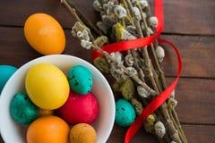 Wielkanocni jajka i wierzbowy drzewo Zdjęcie Stock