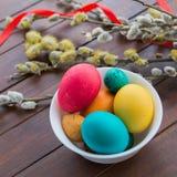 Wielkanocni jajka i wierzbowy drzewo Zdjęcie Royalty Free