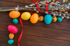 Wielkanocni jajka i wierzbowy drzewo Zdjęcia Stock