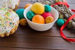 Wielkanocni jajka i wierzbowy drzewo Obrazy Stock