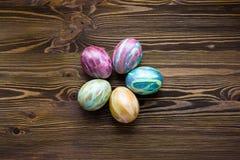 Wielkanocni jajka na drewnianym tle Obrazy Stock