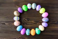 Wielkanocni jajka na drewnianym tle Zdjęcie Royalty Free