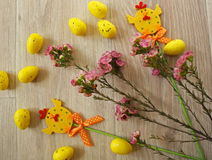 Wielkanocni jajka na drewnianym tle Zdjęcie Stock