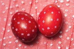 Wielkanocni jajka na kwiaciastym wzorze obraz royalty free