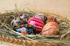 Wielkanocni jajka na sianie Zdjęcie Stock
