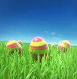 Wielkanocni jajka pod niebem Zdjęcia Royalty Free
