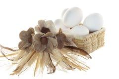 Wielkanocni jajka w bascket fotografia royalty free
