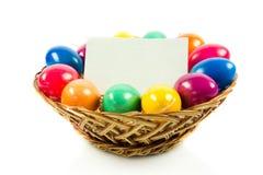 Wielkanocni jajka w busket na zielonych gras Obrazy Stock