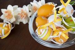 Wielkanocni jajka w szklanym garnku Fotografia Stock