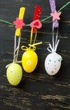 Wielkanocni jajka wiesza od sznurka Zdjęcie Royalty Free