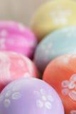 Wielkanocni jajka z kwiatami, handmade malujący jajka zdjęcie royalty free