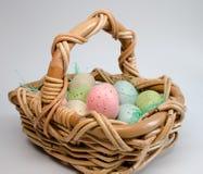 Wielkanocni Koszykowi i Cętkowani jajka Obraz Royalty Free
