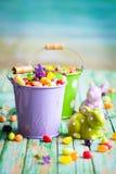 Wielkanocni króliki i cukierek Obrazy Royalty Free