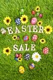 Wielkanocni sprzedaży jajka na trawy vertical ilustracja wektor