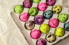 Wielkanocni stubarwni farbujący jajka zdjęcie stock