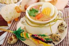 Wielkanocny biały borscht z jajkami i kiełbasą w wiejskim stylu Obraz Royalty Free