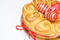 Wielkanocny chleb z czerwonymi jajkami fotografia stock
